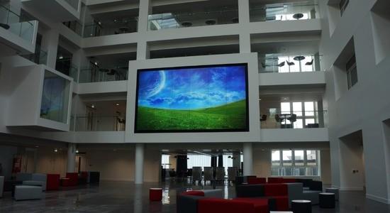 Un videowall da 36 monitor grazie a G4K di Seada